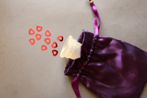 Menstruationstasse entfernen